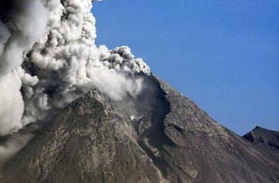 印尼默拉皮火山百年来最严重一次喷发已致25