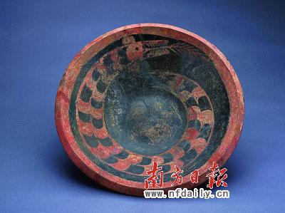 彩绘龙纹陶盘