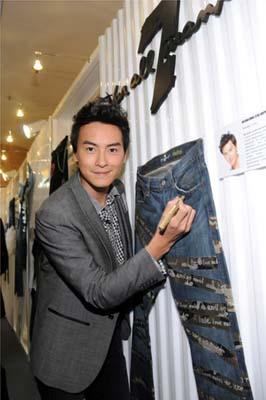 郑元畅亦为慈善筹款,加工设计牛仔裤。