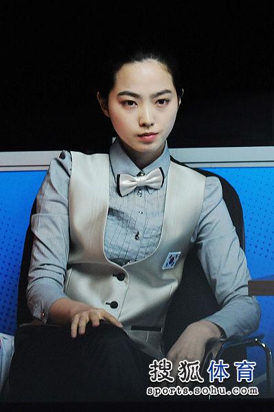 图文:女子8球刘莎莎5-4车侑蓝 车侑蓝姿态优雅