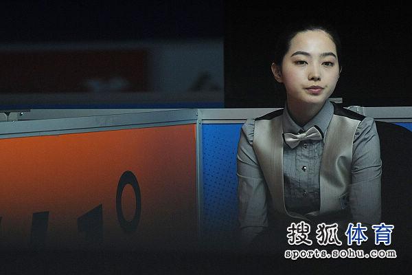 图文:女子8球刘莎莎5-4车侑蓝 车侑蓝有些无奈