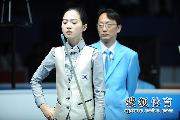 图文:女子8球刘莎莎5-4车侑蓝 车侑蓝遇到难题