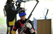 图文:50米步枪三姿女团中国夺金 易思玲比赛中