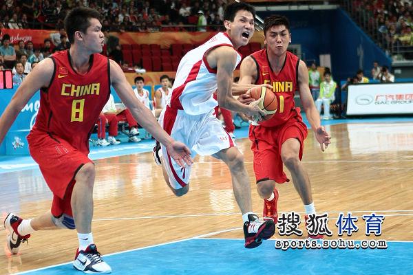 图文:亚运男篮中国98-62朝鲜 突破势不可挡