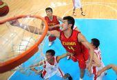 图文:男篮第二战中国98-62朝鲜 丁锦辉抢篮板
