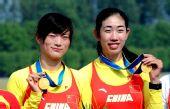 图文:女子双人双桨颁奖仪式 冠军金紫薇/田靓