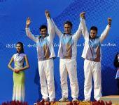图文:男子50米步枪三姿团体颁奖 哈萨克获亚军