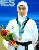 图文:跆拳道女子57KG级颁奖仪式 伊朗选手摘铜