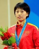 图文:跆拳道女子57KG颁奖仪式 侯玉琢神色平静