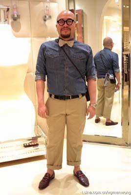 大领结、牛仔、露脚踝都是热门男装元素。Bow Tie:Lanvin ; Denim Shirt:H&M ;Chinos:Neighborhood ;Loafers:Gucci ; Glasses:白山眼�R