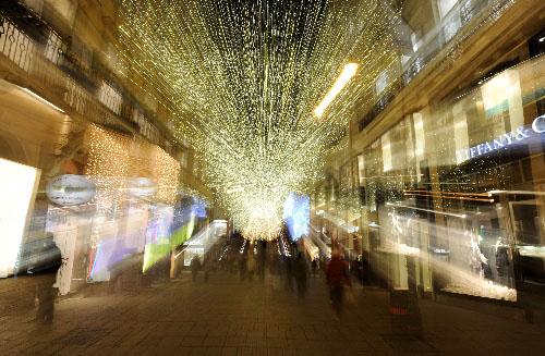 维也纳商业街亮起圣诞景观灯
