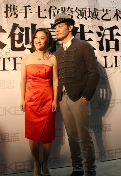 连凯今天(19日)启程前往台湾参加明天举行的金马奖颁奖典礼,老婆在