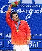 图文:举重男子105公斤级决赛 杨哲夺冠