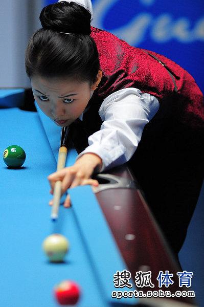 图文:女子美式九球潘晓婷夺冠 潘晓婷在比赛中