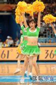 图文:中国男篮迎战乌兹别克 热情舞蹈