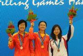 图文:象棋女子个人赛颁奖仪式举行 前三名合影