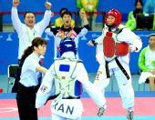 图文:跆拳道女子62KG卢殷实夺冠 获胜一刻跃起