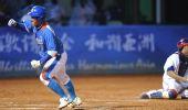 图文:韩国胜中华台北夺冠 上垒成功后挥拳