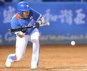 图文:韩国胜中华台北夺冠 姜正浩准备击球