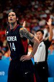 亚运会男篮小组赛-韩国队混血纹身男酷似犀利哥