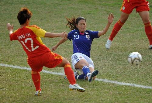 最大胆美女露阴艺术图片_图文:女足半决赛中国vs日本 矢野乔子铲抢