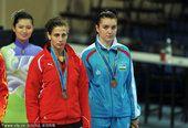图文:跆拳道女子73公斤以上级颁奖 季军