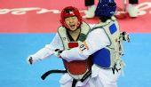 图文:跆拳道女子73KG刘蕊夺冠 被对手抱住