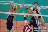图文:亚运女排比赛中国VS韩国 防守奋不顾身