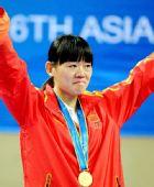 图文:跆拳道女子73KG颁奖仪式 罗微眼含热泪