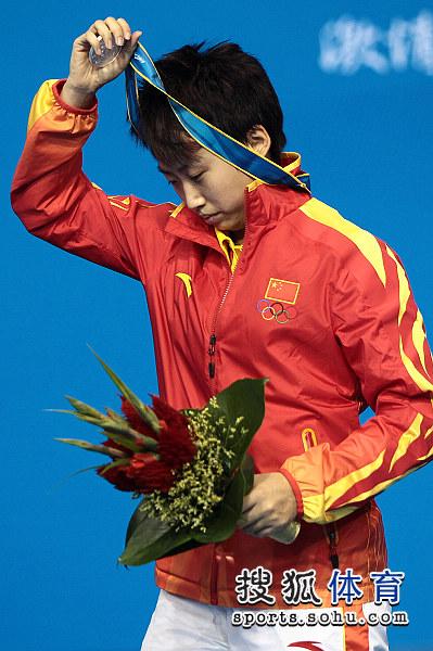 图文:乒乓球女单颁奖仪式举行 郭跃摘下奖牌