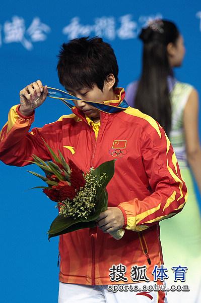 图文:乒乓球女单颁奖仪式举行 郭跃有些遗憾
