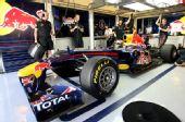 图文:F1车队测试倍耐力轮胎 红牛配上新轮胎