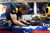 图文:F1车队测试倍耐力轮胎 维特尔准备出发
