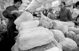 市场上白菜价格飙升 记者 张秋磊 摄