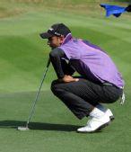 图文:高尔夫男团比赛 印度队队员在比赛中
