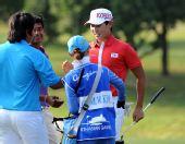 图文:高尔夫男团比赛 韩国选手金珉辉在比赛中