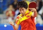 图文:亚运乒球女子单打 郭跃在比赛中