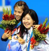 图文:乒球女子单打颁奖仪式 在领奖台上