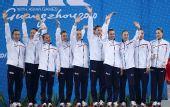 图文:花样游泳组合颁奖仪式 日本队夺得银牌
