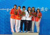 图文:帆船颁奖仪式举行 女子470级比赛前三名