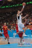 图文:男篮第4轮中国76-66韩国 韩国队反击得手