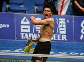 图文:林丹实现大满贯 大声呐喊庆祝胜利