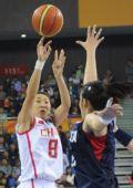 图文:亚运女篮预赛中国胜韩国 苗立杰出手投篮