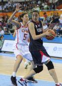 图文:亚运女篮预赛中国胜韩国 卞兰死盯对手