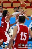 图文:中国男篮大胜约旦晋级 遭到对手严防