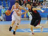 图文:女篮预赛中国力克韩国 卞兰带球快速突破