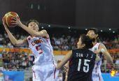 图文:女篮预赛中国力克韩国 卞兰带球上篮