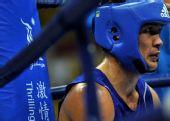 图文:拳击男子69公斤级 麦麦提图尔孙琼休息