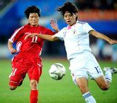 图文:亚运女足朝鲜队获亚军 罗恩心拼抢