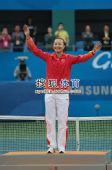 图文:亚运网球女单颁奖仪式 彭帅站上领奖台